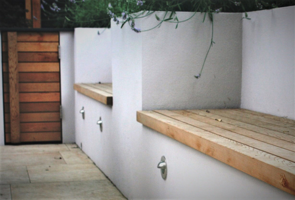 City Retreat Garden London. Seating with integrated planting. Rae Wilkinson Garden and Landscape Design - Garden Designer Sussex, Surrey, London, South-East England