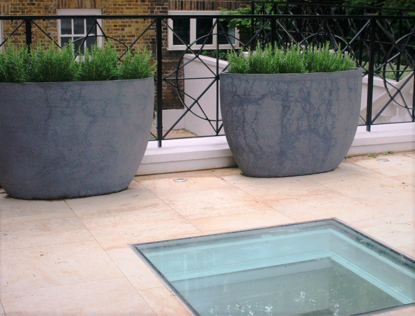 City Retreat Garden London. Upper terrace with concrete planters. Rae Wilkinson Garden and Landscape Design - Garden Designer Sussex, Surrey, London, South-East England