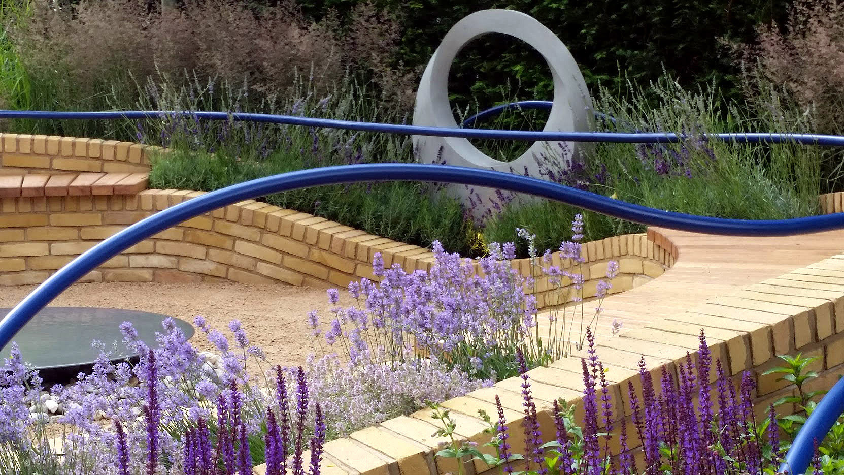Rae Wilkinson Show Garden. Rae Wilkinson Garden and Landscape Design - Garden Designer Sussex, Surrey, London, South-East England